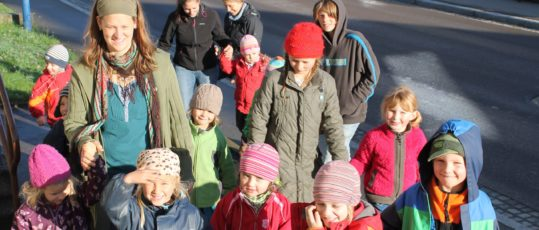 Kinder kommen zu unserer Werkstatt