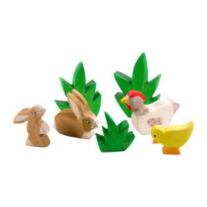 Umweltschutz Kinder: Holzspielzeug mit Hühnern und Hasen